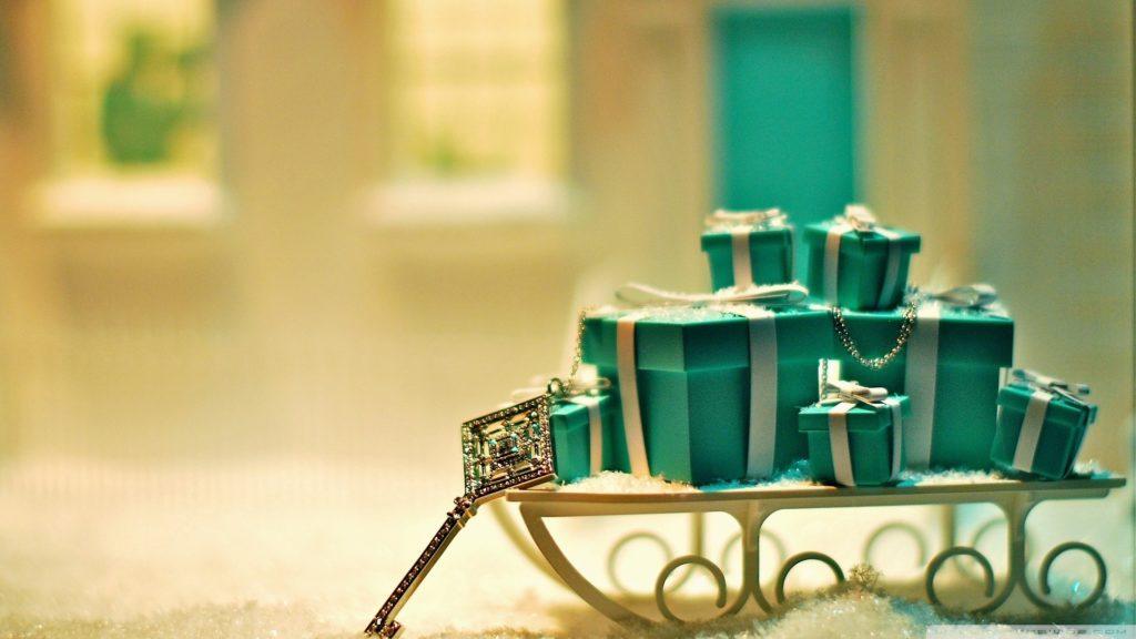 christmas-gift-and-balls