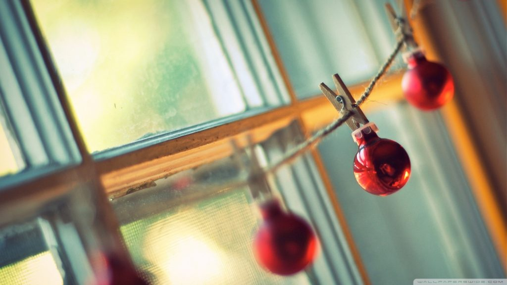 christmas_balls_hanging-wallpaper-1920x1080